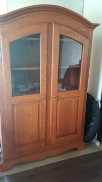 Solid Oak buffet and table (no chairs) Vaudreuil-Dorion