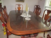 Dining room table with 6 chairs and 2 armechairs BURLINGTON