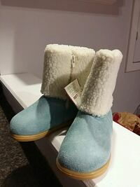 New roots suede boots. ..child size 8