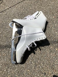 Figure skates- sizes 1, 9, and 10 available