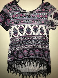 black and white floral scoop-neck shirt Mesa, 85209