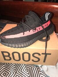 Unpaired black adidas yeezy boost 350 v2 with box Slidell, 70460