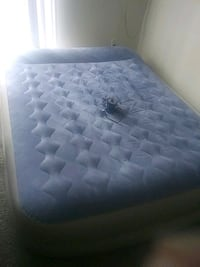 Blow up Queen mattress with electric air pump