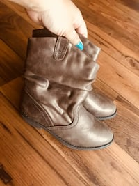 pair of brown leather boots Killeen, 76543