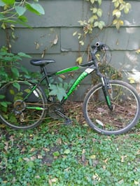 green and black scwhinn hardtail mountain bike Des Moines