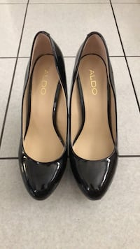 Pair of black leather heeled shoes Toronto, M3M 2R4