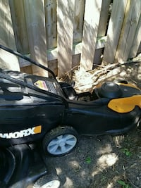 24 v battery powered lawnmower with charger Cambridge, N1R 2J6
