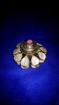 Vintage snuff box with mother of pearl  Burlington, L7R 3P8