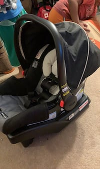 Graco click and collect baby car seat and base  Mississauga, L5N 8R2