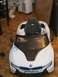 BMW i8 concept spyder power wheel car perfect for kids 3+ works great  Mississauga, L5K 1T5