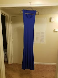 blue sleeveless scoop-neck maxi dress