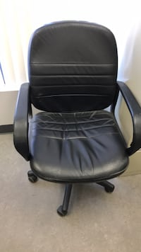 black leather padded rolling chair Vaughan