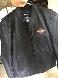 Harley leather riding jacket ( med) size.  Never worn    (I'm 6' 160lbs   N it fits me) Louisville, 40272