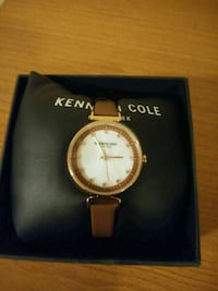 round gold Michael Kors analog watch with gold lin Las Vegas