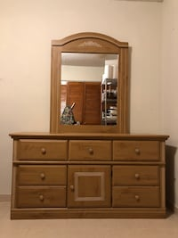Fontana Oak Dresser with Mirror and 2 Nightstand Hialeah Gardens, 33018