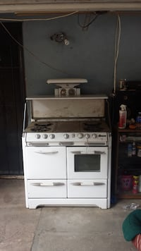 White and black gas range oven Lake Elsinore, 92530