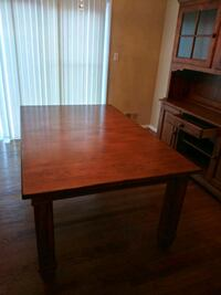 Kincaid Diniing table & Hutch 6 chairs also Oxon Hill, 20745