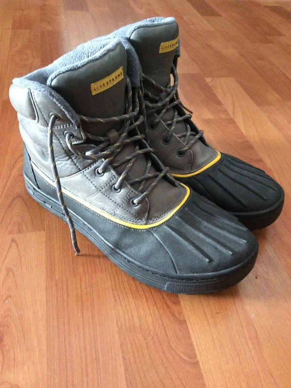 new product e268b 702b0 Nike ACG Livestrong Snow Boots (size 10)