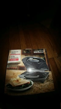 Sandwich Maker New in box. Brand is Brentwood Johnson City