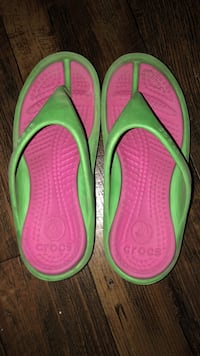 Pair of green-and-pink flip flops Youngsville, 70592