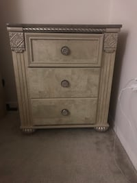 brown wooden 3-drawer chest Oxon Hill, 20745