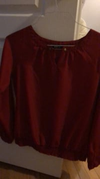 red scoop-neck long-sleeved shirt Newmarket, L3Y 3X6