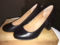 Like new! Women's Clark's black leather pumps size 8.5 M