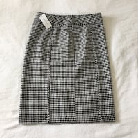 Black and white houndstooth skirt, size 4 Vancouver, V5Y 3Z5