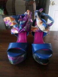 Colorful wedges size 8 Akron, 44306