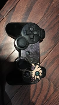 black and gray Sony PS3 game controller King, L7B 0A1