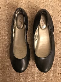 Women's Size 6 Leather Round Toe Flats