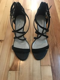 Black Leather Sandals// Sandales Noir en Cuir/ Grandeur 9 Montréal, H2P 2B1