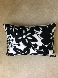 White, black floral throw pillow Capitol Heights, 20743