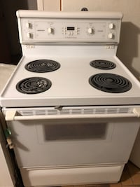 Electric stove self clean Toronto, M6L 1M9