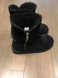 Woman's UGG boots . US size 5