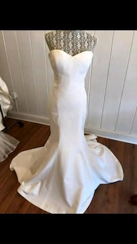 Nicole Miller Size 10 Mermaid Wedding Dress.  Fredericksburg, 22407