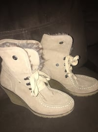 pair of white leather boots Neenah, 54956