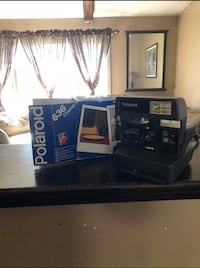 Polaroid instant camera Blackstone, 01504