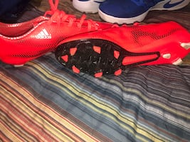 It's new soccer shoes welcome come get them.!