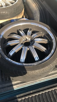 Chrome multi-spoke vehicle wheel with tire