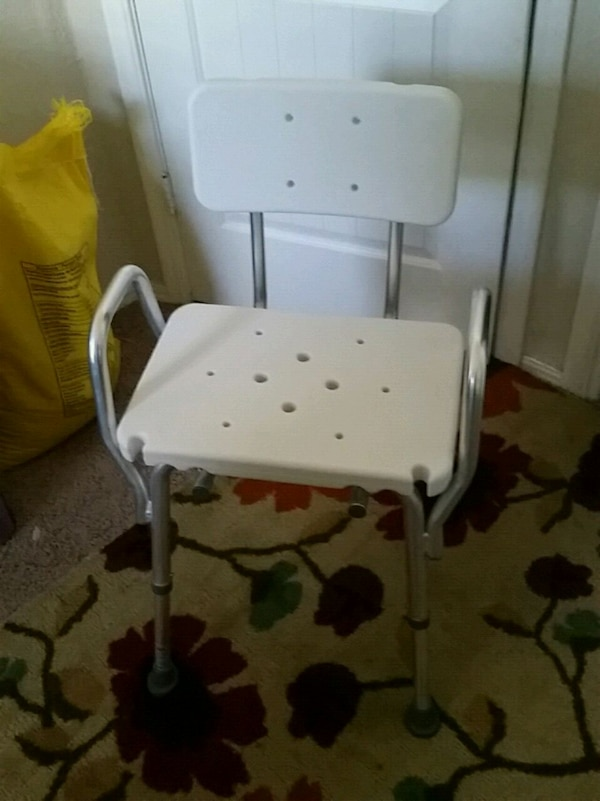 Used Shower chair(NEW) for sale in Oklahoma City - letgo