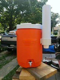 5gal rubbermaid event drink cooler Bay Shore, 11706