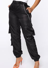 Black swish cargo pants Baltimore, 21202