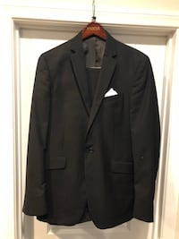 Mens or boys suit by Kenneth Cole - 42L great condition great for prom