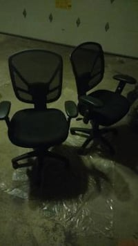 1 (near new) Ergonomic Rolling Office Chair