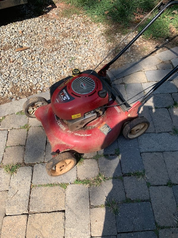 A bunch of lawnmowers for sale. Need gone ASAP 85cc055d-76a8-46ca-93e2-85c07d2faa58