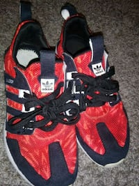red-and-black Adidas low-top sneakers Humble, 77346