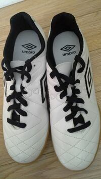 White Umbro Speciali  indoor soccer shoes Thorold, L2V 4W7