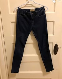 Hollister Jeans Winnipeg, R3L