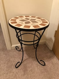 round brown and black metal base table. Hackettstown location  Hackettstown, 07840